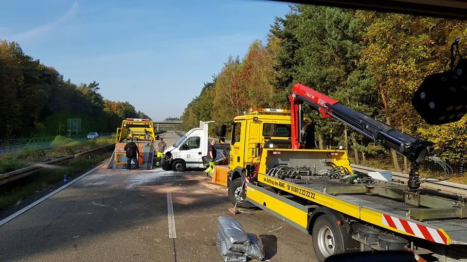 Unfall-Autobahn-Hähnchenwagen-3