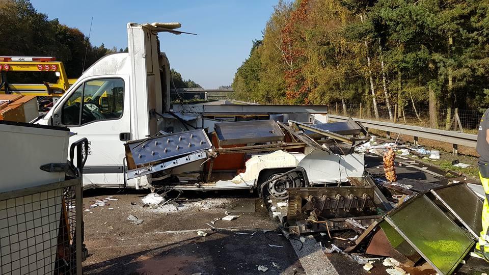 Unfall-Autobahn-Hähnchenwagen-4