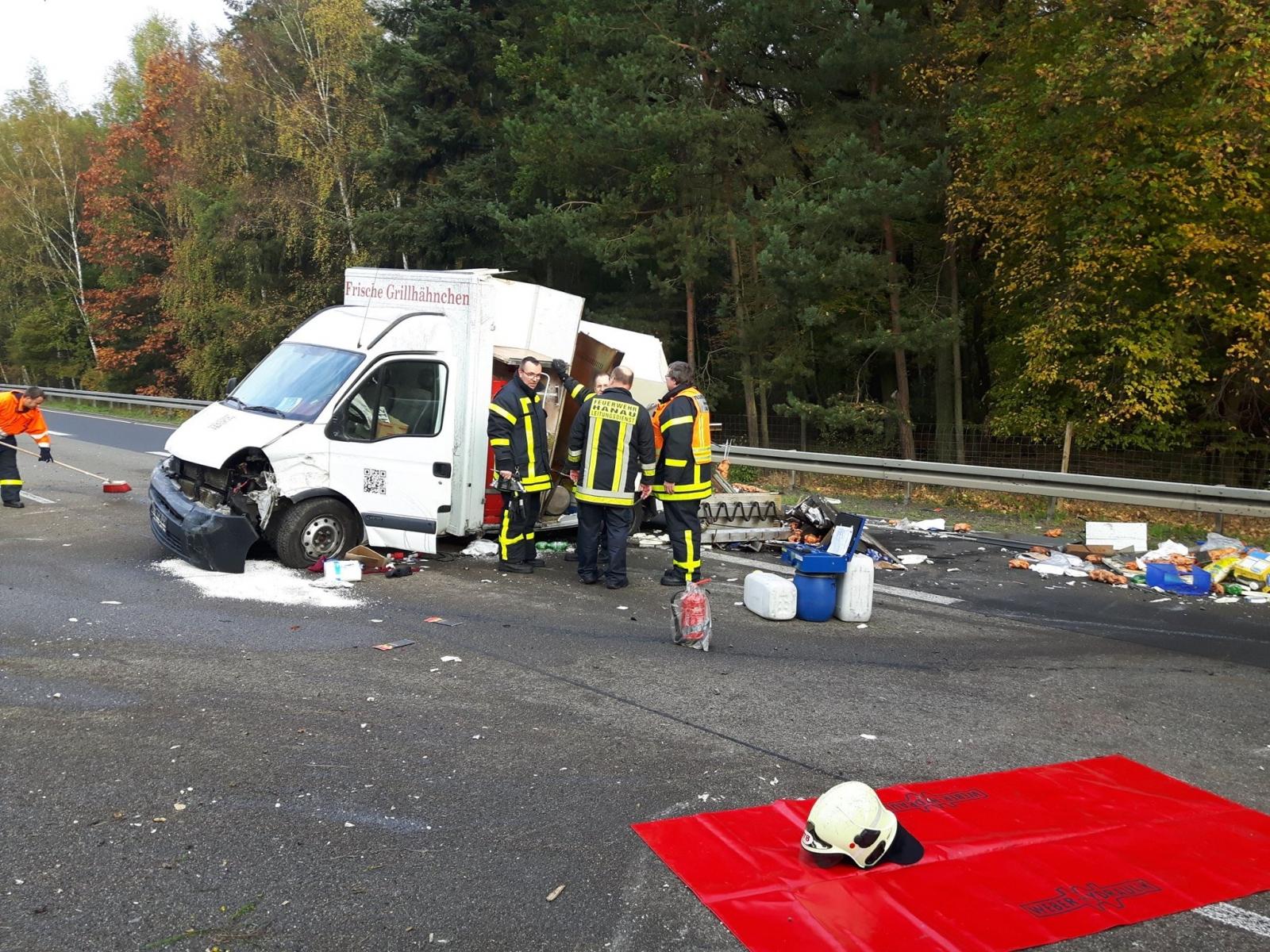 Unfall-Autobahn-Hähnchenwagen